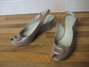 Ladies Clarks wedge shoes/ sandals size 7 open toe slingbacks in nude patent