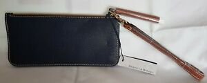LOVELY DOONEY AND BOURKE MIDNIGHT BLUE WRISTLET WITH TOP ZIP AND TAGS.  ZR0258