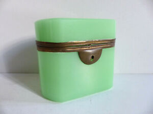 SUPERB 19th CENTURY GREEN OPALINE GLASS TRINKET JEWELRY BOX