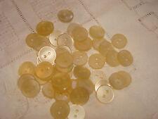 BOUTON  blanc beige nacryl  x 50  LOT PROMO (277)