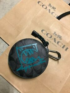 COACH ROUND HYBRID POUCH IN SIGNATURE CANVAS WITH REXY BY GUANG YU COACH 1196