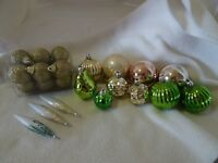 LOT OF 26 GOLD/GREEN CHRISTMAS ORNAMENTS-SOME NEW-GLITTER-EMBOSSING-RIBBED