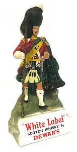 Figurine publicitaire en latex White Label SCOTCH WHISKY by DEWAR'S