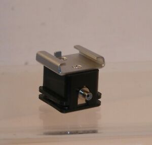 QUALITY FLASH SYNC LEAD ADAPTER SHOE IN FULL WORKING ORDER  ( 836 )