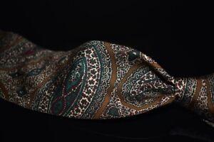 LNWOT #1 MENSWEAR Drakes Made in England Mocha Brown Green Paisley Silk Tie NR