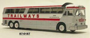 Iconic Replicas 1/87 87-0187  HO Scale MCI MC-7 Challenger Bus Coach  TRAILWAYS
