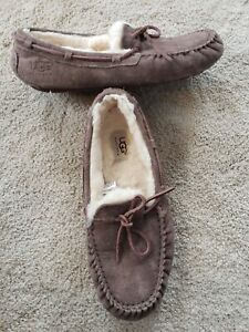 UGG Australia 5612 Women's Dakota Suede Moccasin Slippers Shoes Size 9 Brown
