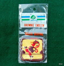 """GIRL SCOUT - BROWNIE PRE-TRY-ITS - 2"""" - 1985 - IN PACKAGE - ROLLER SKATER"""