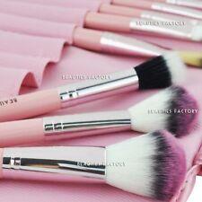 Brochas, pinceles, aplicadores de maquillaje rosa