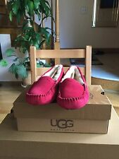 UGG Scalloped Slippers/Moccasin Burgundy/Wine Size 6