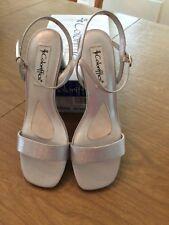 """COLORIFFICS 9 M Women's Shoes Silver 2.5"""" Heel NWB"""