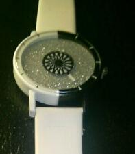 Reloj de Moda Correa Blanco., Silver Glitter Cara, Dial Negro/Blanco