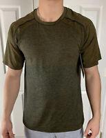 Lululemon Men Size XL Metal Vent Tech Short Sleeve Gold Blue FSGD/TRNV Run