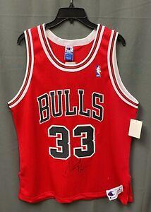 Scottie Pippen #33 Signed Chicago Bulls Champion Jersey AUTO Sz 44 w/ COA