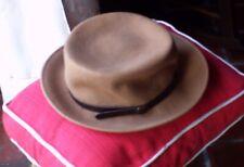 Chapeau dame beige élégant fabriqué en Italie, 100% laine, taille 56.