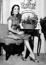 8x10 Print Elizabeth Taylor Dorchester Hotel London 1958 #ET722