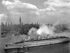 QUEEN MARY SHIP ARRIVES IN NEW YORK 8X10 PHOTO WWII