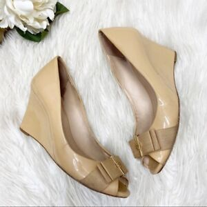Tory Burch Trudy Patent Peep Toe Wedges nude leather gold logo bow sz 7.5M
