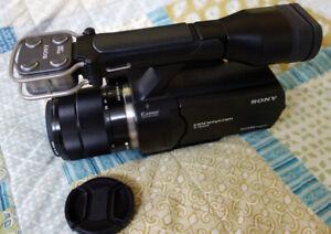 Sony NEX-VG20  HD Handycam Camcorder with 18-55 OSS lens