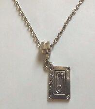 collier chaine argenté 46 cm avec pendentif cassette audio 24x13 mm