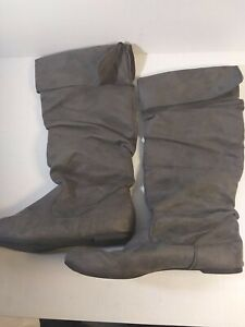 Woman's Boots Size 10 M Gray Faux Leather