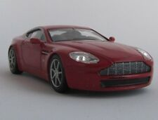 Aston Martin V8 / Modellauto / Sammler / Rot / unbespielt / 1:43
