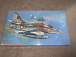 Hasegawa, 1:32 scale, Douglas A-4E/F Skyhawk, USN, Display Model Kit#08063