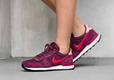 Nike Internationalist SE Women's Trainers. Size 4 UK. New Boxed. Red. Suede.