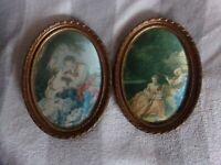 2  cadre ovales avec images en soie , scènes galantes