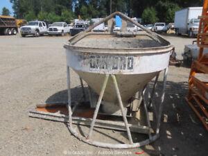 Gar-Bro Equipment 427-R 1-Cubic Yard Aerial Concrete Mud Bucket Hopper bidadoo