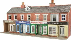 METCALFE PO272  LOW RELIEF TERRACED SHOP FRONTS   RED BRICK CARD KIT -00 GAUGE