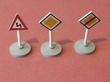 LEGO - 3 x ASSORTED VINTAGE ROAD TRAFFIC SIGNS - FROM SET 489 c1966 - RARE -