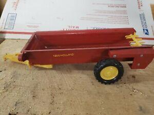 Vintage Ertl New Holland Pressed Steel Red Toy Manure Spreader 1/16 Scale