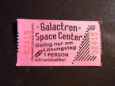 Mapa boleto carrusel galactron Space Center jugando juegos de video