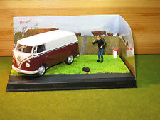 CODE 3 Diorama Volkswagen Split Screen Van in Burgundy/Grey 1/43rd