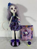 Monster High Doll Catrine DeMew Bloom and Gloom Garden w/ Stand + Accessories