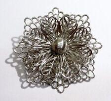 broche bijou vintage décor fleur dentelle en relief couleur argent  2784