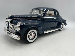 Road Signature 1941 Plymouth Special Deluxe Blue Color 1/18 Scale Diecast
