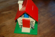 Ancienne tirelire en bois en forme de maison----/B4/