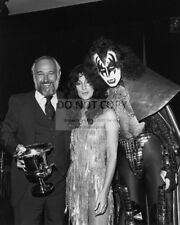 "CHER WITH GENE SIMMONS OF ""KISS"" - 8X10 PUBLICITY PHOTO (AA-986)"
