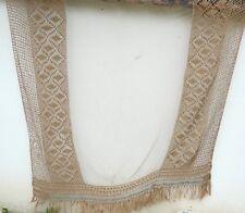 Très joli rideau filet ou dessus de lit ancien, écru,
