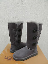 UGG GRAY BAILEY BUTTON TRIPLET SUEDE/ SHEEPSKIN BOOTS, WOMEN US 5/ EUR 36 ~NEW