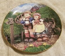 """M.I. Hummel Collectors 8"""" Plate """"Country Crossroads"""" used Lm3735"""