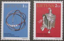 Museo exhibe en Klaipeda Reloj Sellos, De 2000, Lituania, SG Ref: 731 y 732 estampillada sin montar o nunca montada