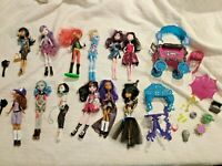 Lot 15 (13 Monster High Dolls First Wave 2008) Clothed Accessories Nile Spectra