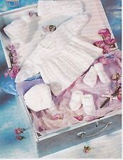 """Baby ~ MATINEE Manteau ~ HAT ~ Mitts ~ Bonnet ~ foulard ~ Chaussures KNITTING PATTERN ~ Taille 16-20"""" (T61)"""