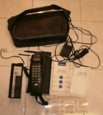 Vintage Motorola 2950 mobile/carry phone with carry case, power cords & booklets