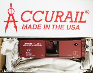 Accurail HO #3460 Lehigh Valley (40' PS-1 Welded Steel Boxcar) Plastic Kit