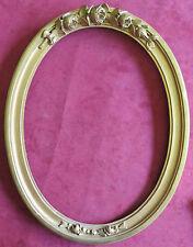 060937b  Cornice ovale di fine Ottocento in legno dorato e scolpito