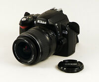 Nikon D40 avec Nikon ED 18-55 mm 3.5-5.6 G III AF-S DX Nikkor